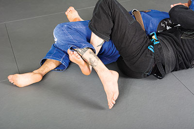 Tip: Use the hook around your opponent's foot to control the leg if necessary.